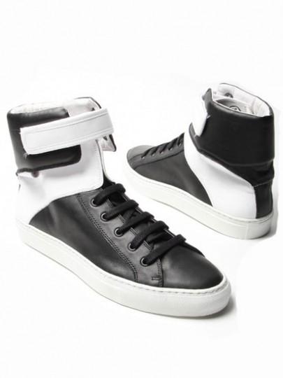 http://urbantakeout.files.wordpress.com/2009/01/raf-simons-spring-2009-sneakers-1-405x5401.jpg
